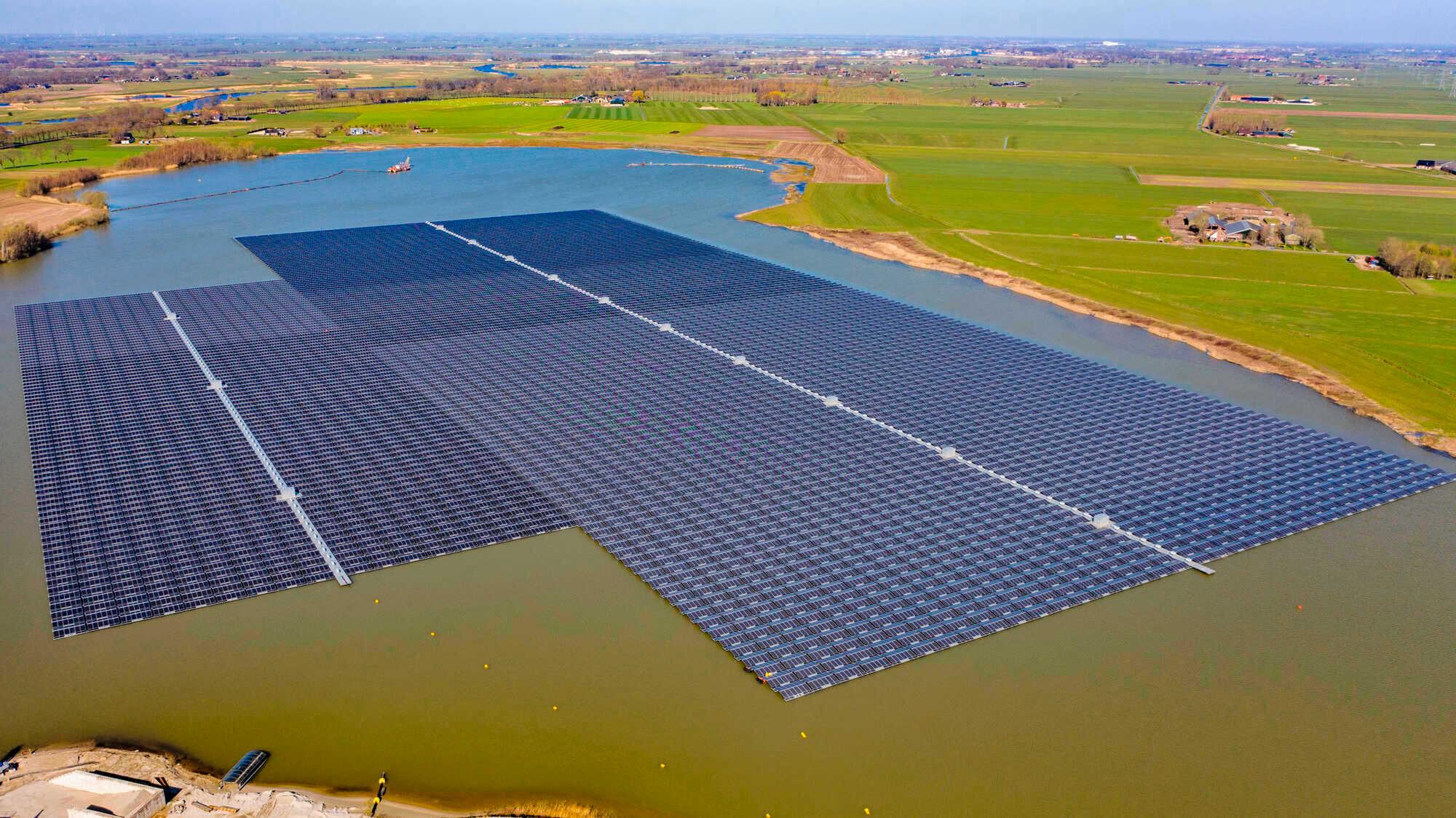 Schwimmende PV-Anlagen auf dem See - agrarheute 4-2020
